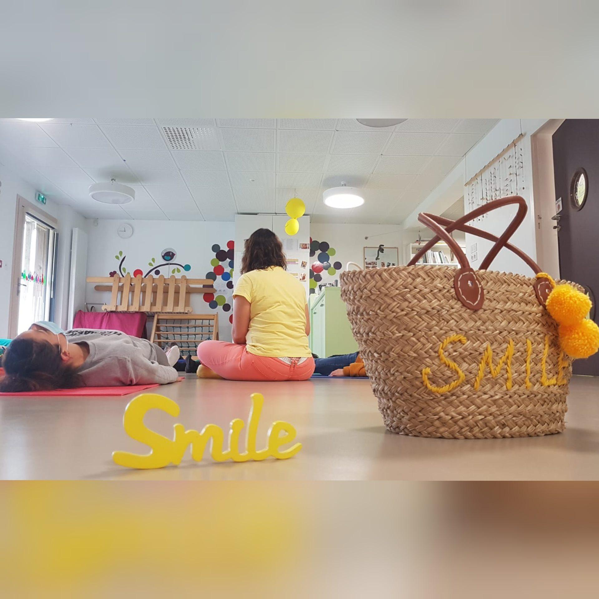 relaxation-yoga-du-rire-avec-les-ptits-loups-cabanes-de-filomaine-aigrefeuille-sur-maine-123-libere-toi