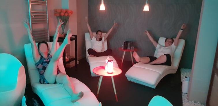 meditation-rire-yoga-du-rire-123-libere-toi-spa-orangeries-les-sables-dolonne